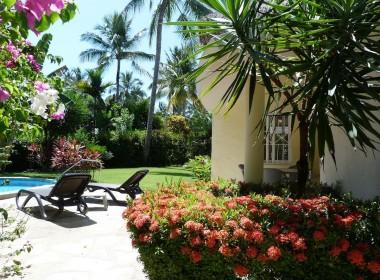 Charming ocean front 2 BR villa 18