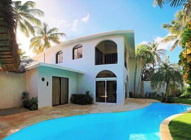 Newly renovated Beach side villa 1
