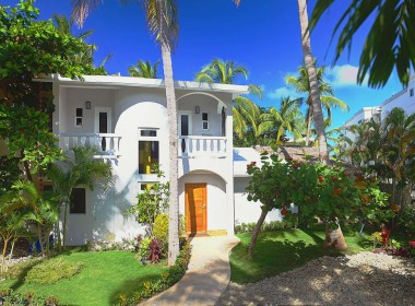 Newly renovated Beach side villa 17