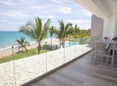 Magnificent Modern 2brd Plus- Beach front Condo 12