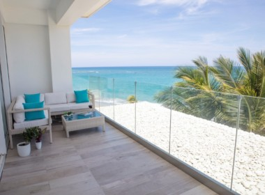 Magnificent Modern 2brd Plus- Beach front Condo 13