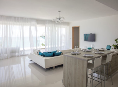 Magnificent Modern 2brd Plus- Beach front Condo 3
