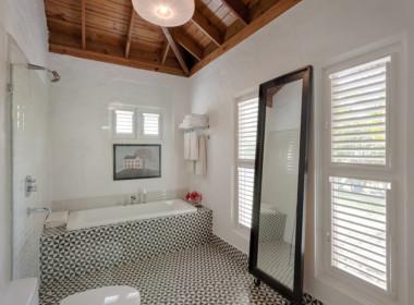 Sea Horse Ranch luxury villa for sale5