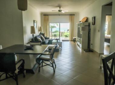 Stunning 2 bedroom condo in Ocean One11