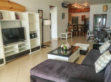 Stunning 2 bedroom condo in Ocean One13
