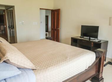 Stunning 2 bedroom condo in Ocean One15