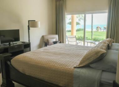 Stunning 2 bedroom condo in Ocean One18